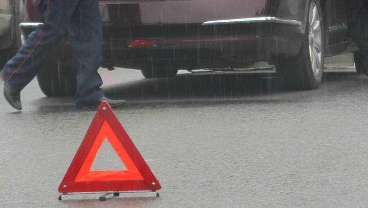 В Брянске водитель получил травму головы при столкновении легковушек