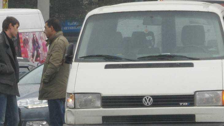 Под Брянском бронированный «Рыцарь» протаранил микроавтобус