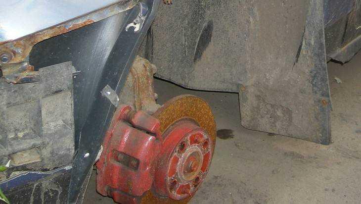 В Брянске и области воры сняли колеса с десятков автомобилей