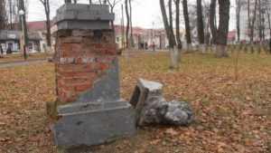 В парке Клинцов повергли памятник Пушкину