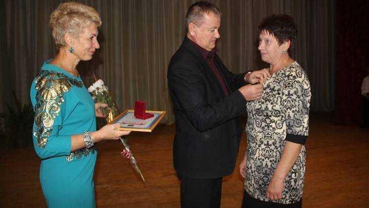 Брянские журналисты и чиновница проиграли суд напористой даме