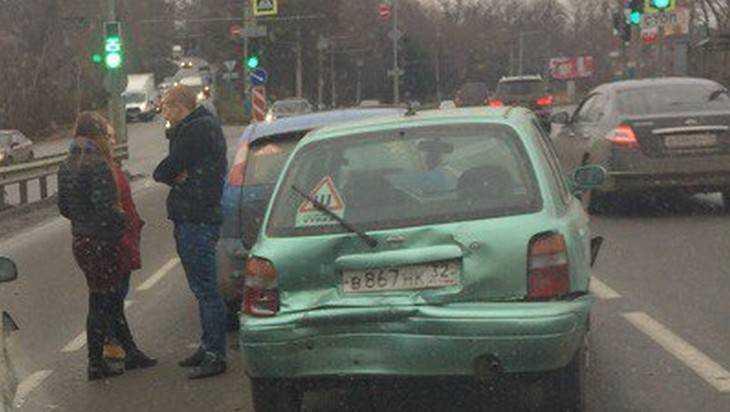 В Брянске в пятницу произошло две массовых аварии