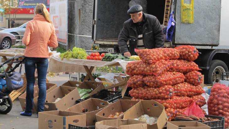 В Брянске ярмарки выходного дня сбили цену картофеля и фруктов