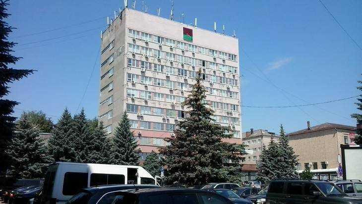 Администрация Брянска заказала 3 люксовых лифта за 9 миллионов рублей