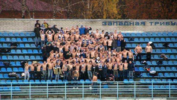 В центре Брянска сняли видео массовой дракифутбольных фанатов