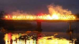 Фанаты брянского «Динамо» показал фаер-шоу на мосту через Десну