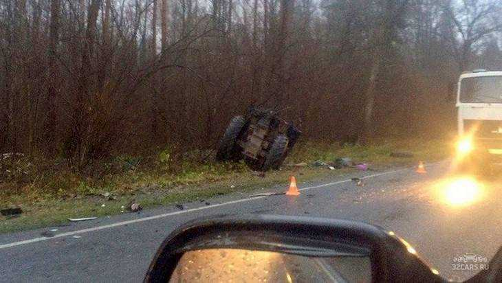 Трактор разорвало пополам в ДТП на брянской трассе