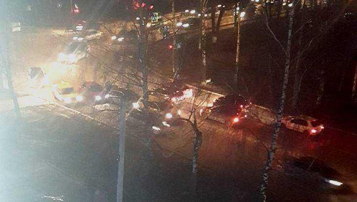 В Брянске в ДТП с участием троллейбуса и иномарок никто не пострадал