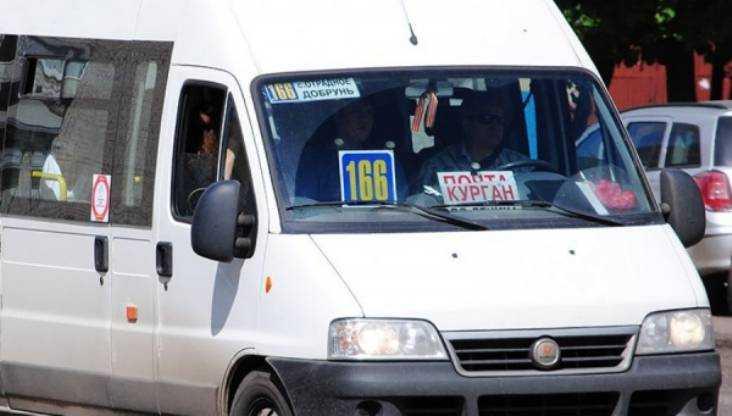 В Брянске 29-летняя женщина разбила голову в маршрутке № 166