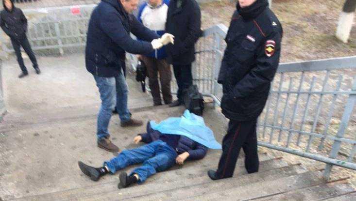 В Брянске на мосту у станции Орджоникидзеград скончался мужчина