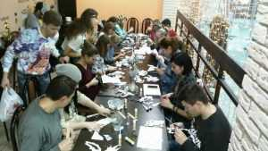 Брянскую молодежь научили паперкрафтингу