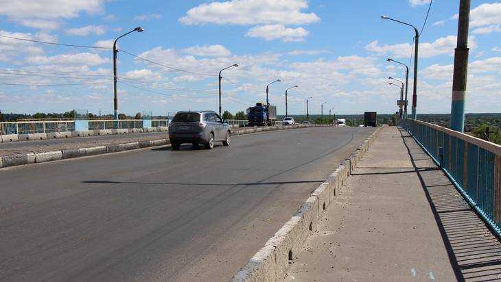 В Брянске на обледенелом мосту случилась серия аварий
