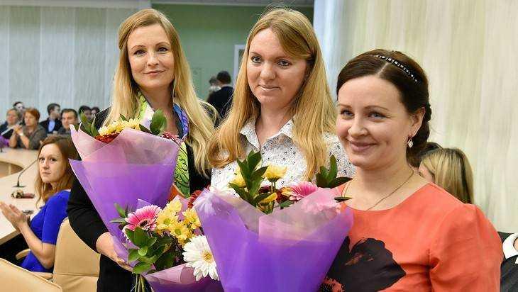 Брянский губернатор наградил многодетных матерей