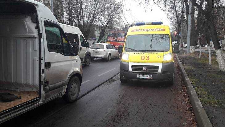 В Брянске на «Молодежной» маршрутчика жестоко избил другой водитель