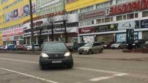 В Брянске женщины стали царапать и снимать машины автохамов