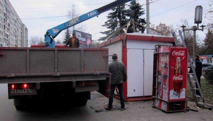 В Брянске около магазина «Электроника» снесли незаконный киоск