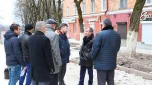 В Брянске высмеяли сплетни о строительстве лестницы из гнилых материалов
