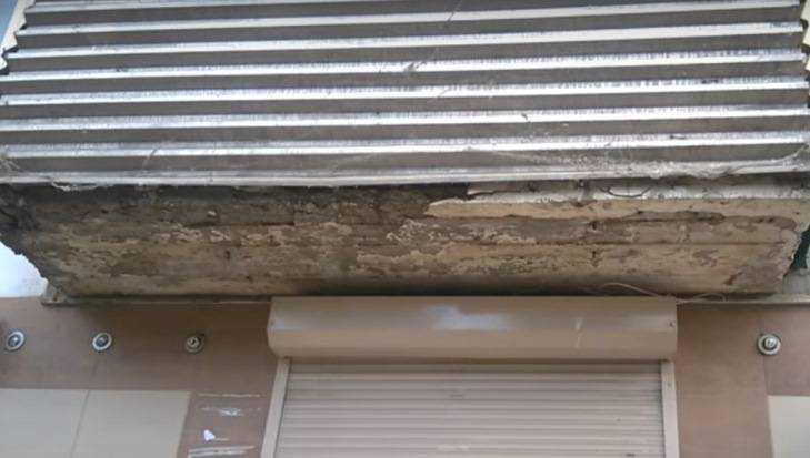 В Брянске на грани обрушения оказался балкон дома у площади Партизан