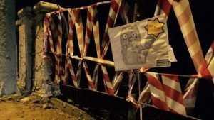 В Брянске рассыпающийся Литейный мост перевязали пленкой