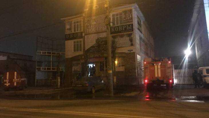 В Брянске на улице Ульянова сгорели ковры в магазине «Цезарь»