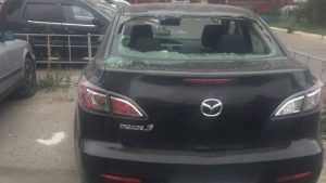 В Брянске неведомые вандалы начали бить и царапать автомобили