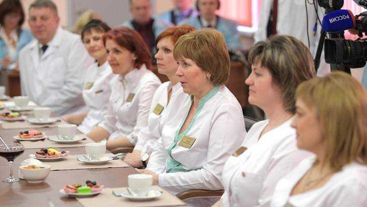 Зарплата брянских врачей с 1 января достигнет 46420 рублей