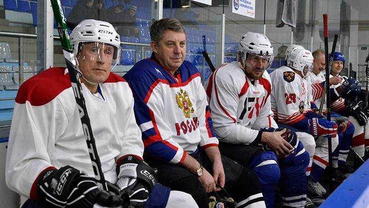 Юные брянские хоккеисты получат на форму из казны 9 миллионов рублей
