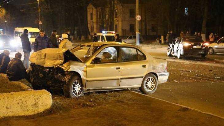 В лобовом столкновении иномарок в Брянске пострадали три человека