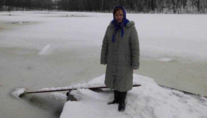 Жительница брянского села Рассуха спасла провалившегося под лёд соседа