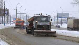В Брянске очищать улицы от снега отправились 30 дорожных машин