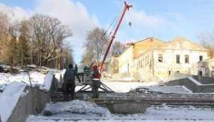 В Брянске подрядчику пригрозили штрафом за ремонт лестницы