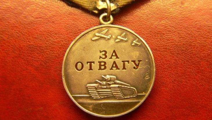 Брянский пристав нашёл на даче медаль «За отвагу» и отдал ее дочери бойца