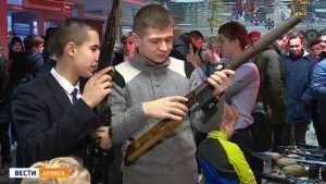Брянским юношам показали оружие спецподразделений Вооруженных сил