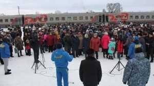 Брянцы устроили позорную битву за конфеты и колбасу Жириновского