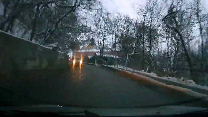 В Брянске сняли видео езды автохама вопреки одностороннему движению