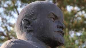 В Брянске решили продать Ленина с двумя вмятинами на голове