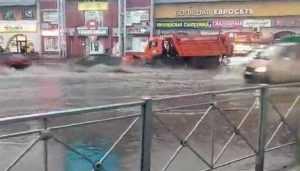 В Брянске сняли видео потопа у Бежицкого рынка