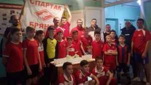 В Брянске Всемирный день футбола отпраздновали игрой отцов и детей