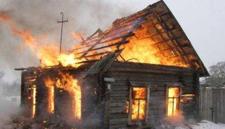В брянском селе Митьковка сгорел дом – пострадал человек