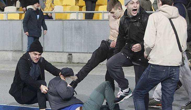 Дракой буйных родителей закончился хоккейный матч детей в Брянске