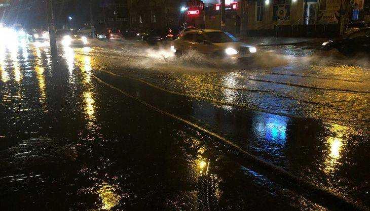 Потоп в Брянске возле Бежицкого рынка встревожил горожан