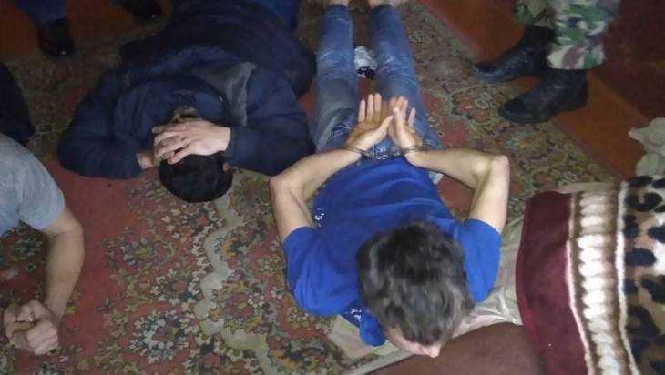В Брянске задержали узбека с фальшивым паспортом и группу мигрантов