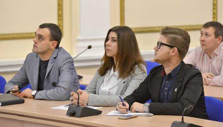 Молодёжь бросила вызов 14 министрам брянского правительства