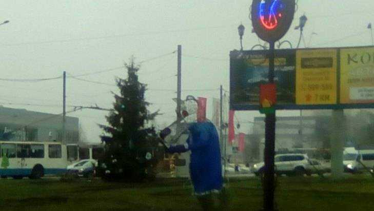 На телецентре брянского волка «Щас спою» одели в зимнее пальто