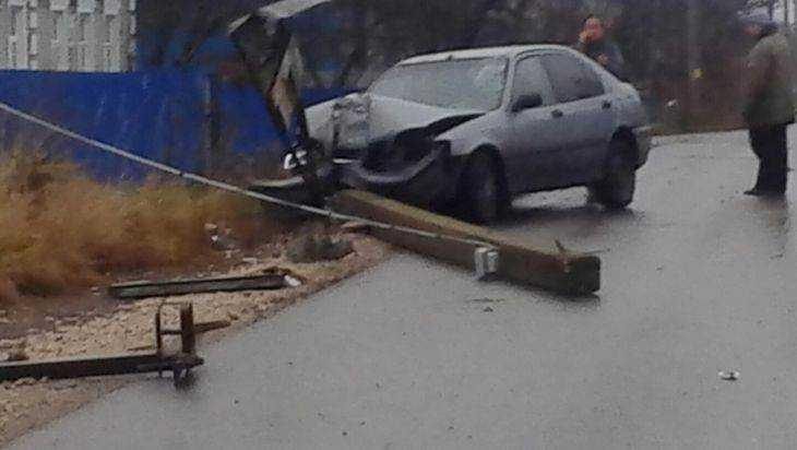 В Брянске пьяный водитель «Хонды» врезался в столб и разбил лоб