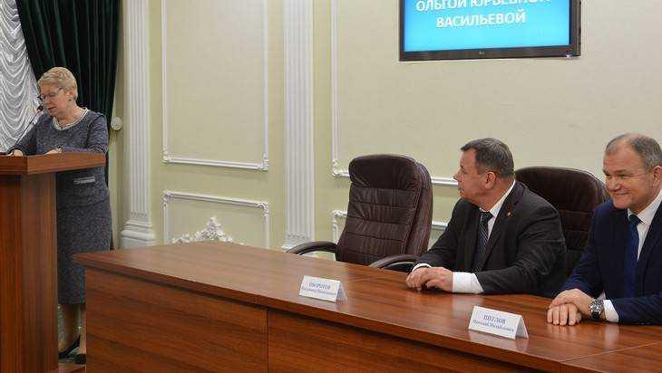 Ректор брянского вуза пообещал министру Васильевой зарплату в 46 тысяч