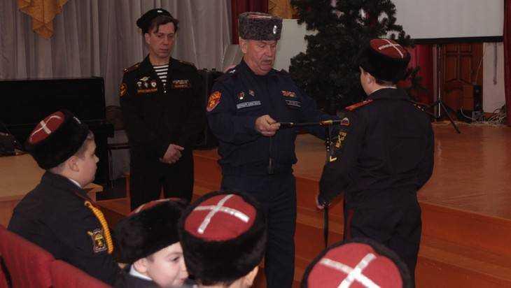 Брянский депутат Игрунев вручил шашки казачатам из кадетского класса