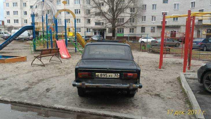 Брянец оставил свой автомобиль на детской площадке и забыл про него