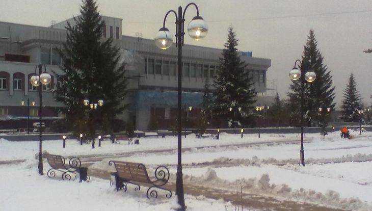 Десятки фонарей вместе со снегом осветили набережную Брянска