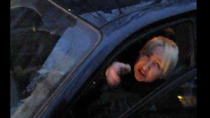 В Брянске сняли видео о паническом страхе автолюбительницы